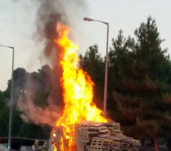 משאית עולה באש בצומת השומרים