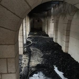 שריפה בכנסייה הקתולית בטבחה