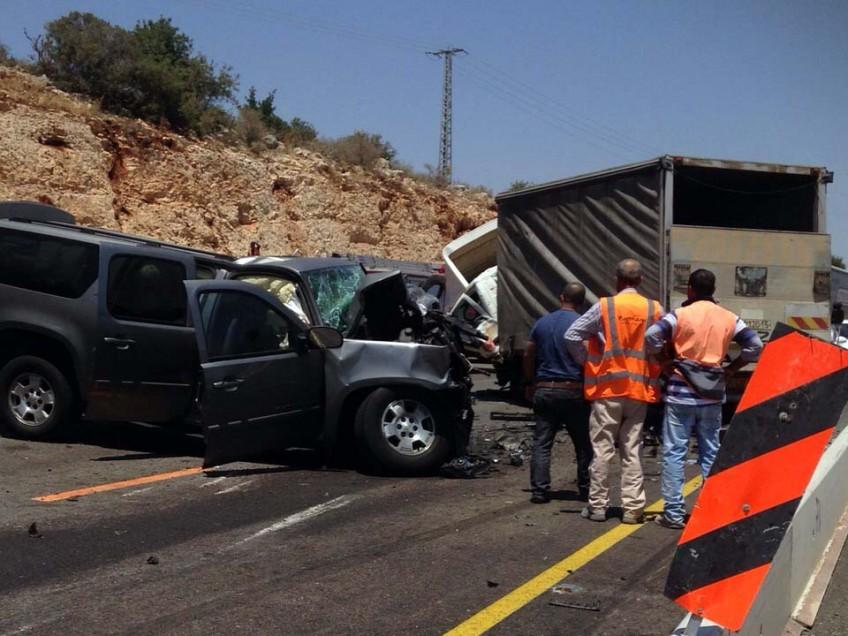 תאונת דרכים בכביש הסרגל,מאמצי חילוץ לשני לכודים