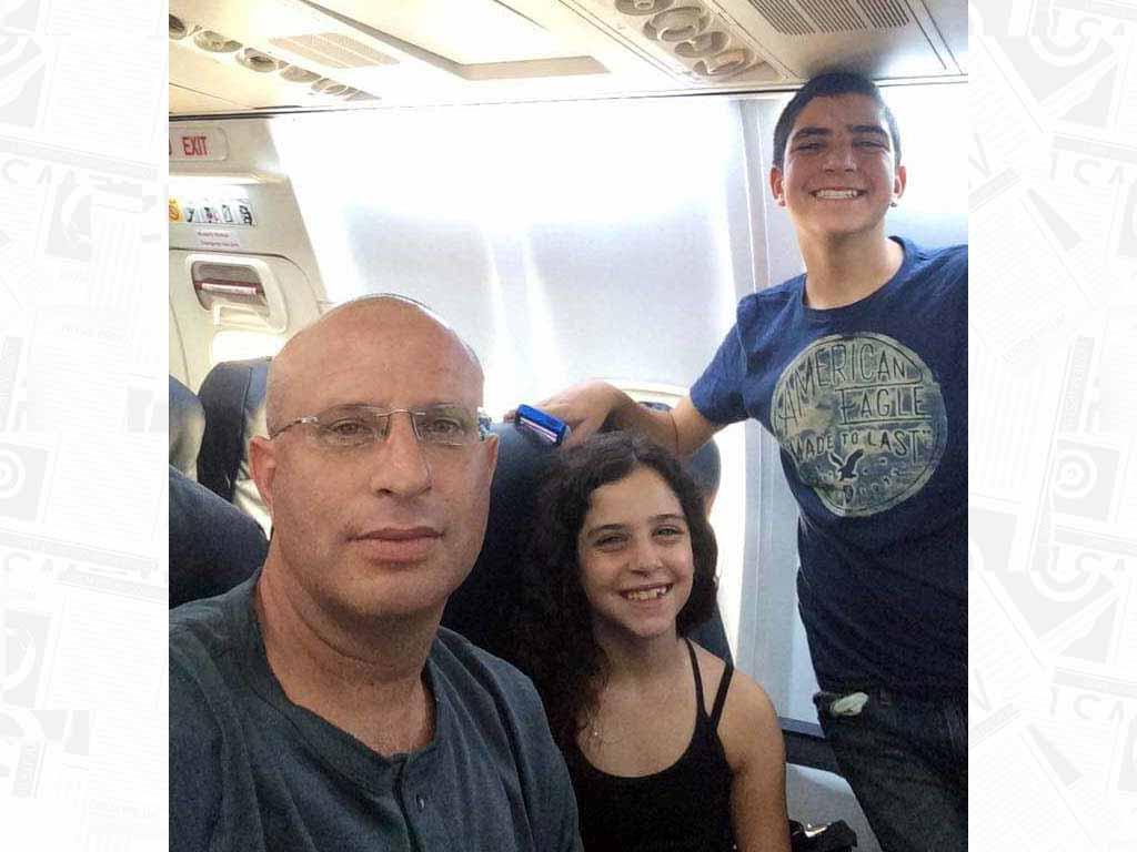 עידו פרנס והילדים במטוס