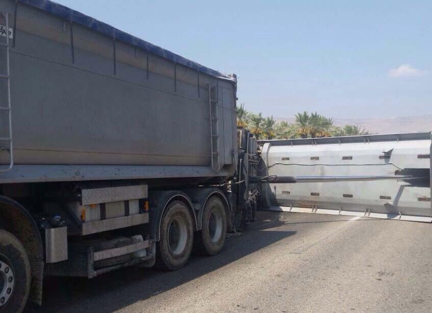 משאית התהפכה ליד שלוחות. כביש 669 נחסם ונפתח לתנועה מחדש