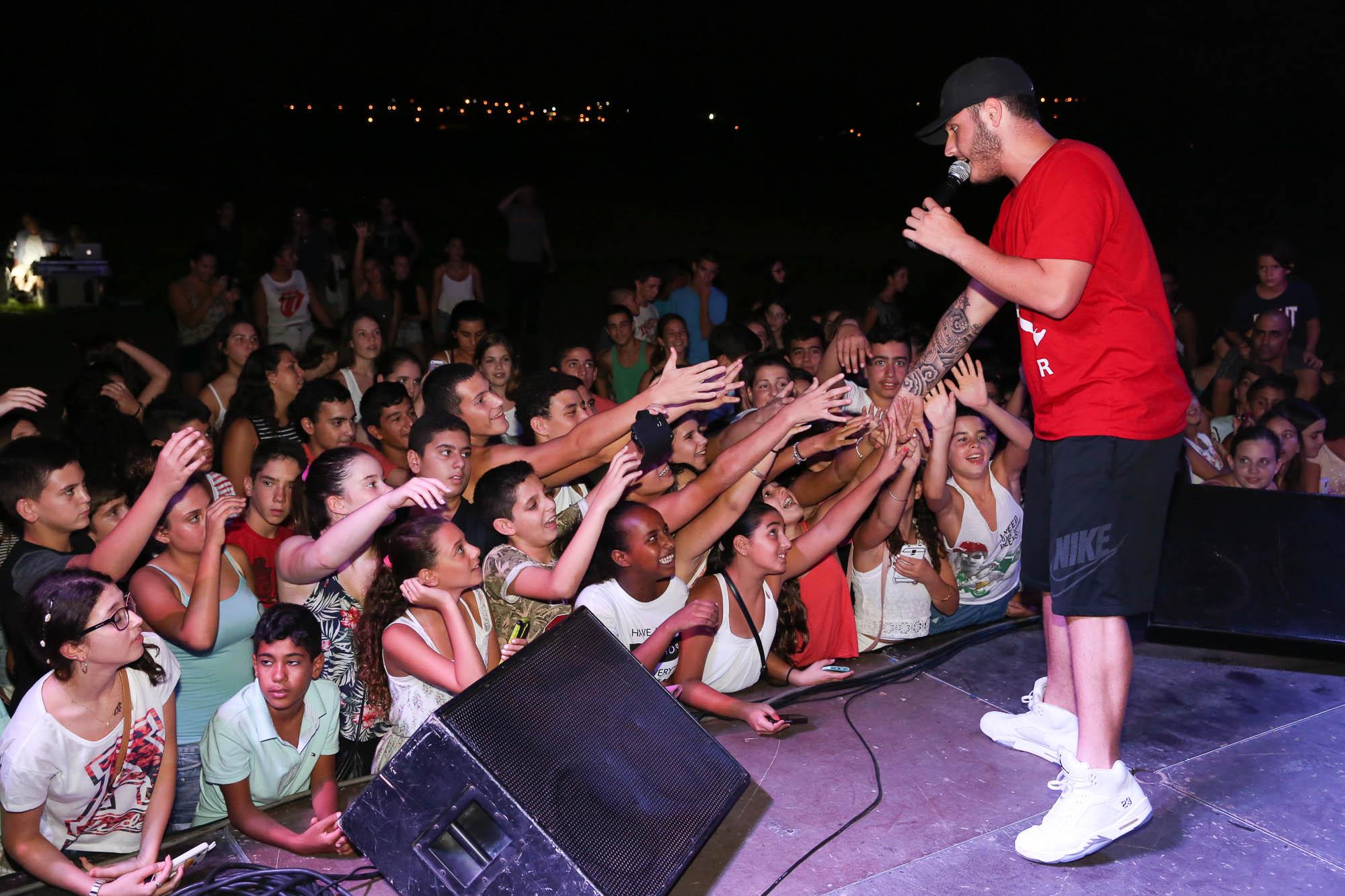 מסיבות והופעות לבני הנוער   עם נדב גדג'