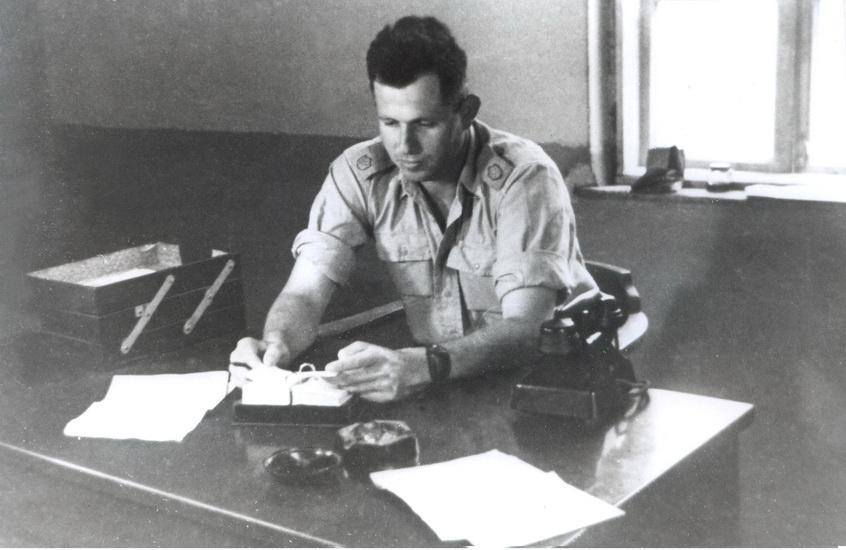 """האלוף אסף שמחוני ז""""ל. נהרג בתאונת מטוסב -6 בנובמבר 1956"""