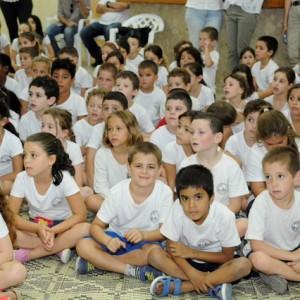 """ילדי בית הספר """"מרחבים"""" בכפר יהושע נרגשים לקראת השנה החדשה"""