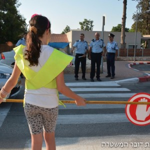 """ילדי משמרות הזה""""ב נעזרו בשוטרי משטרת ישראל והביאו את הילדים לבתי הספר בבטחה"""