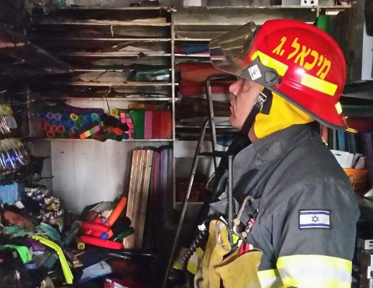 דיווח ראשון מעפולה: חנות כלי כתיבה ותיקה ומוכרת נשרפה כליל