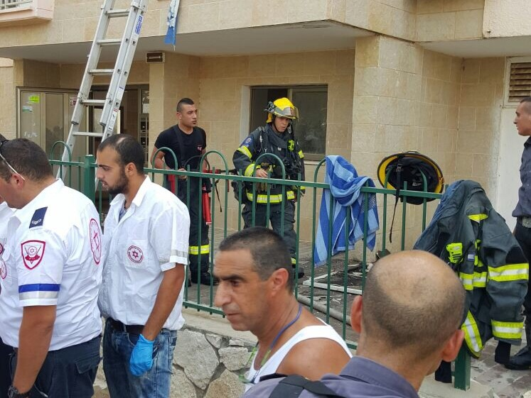 שריפה בבניין מגורים בעפולה, 6 דיירים פונו לטיפול רפואי