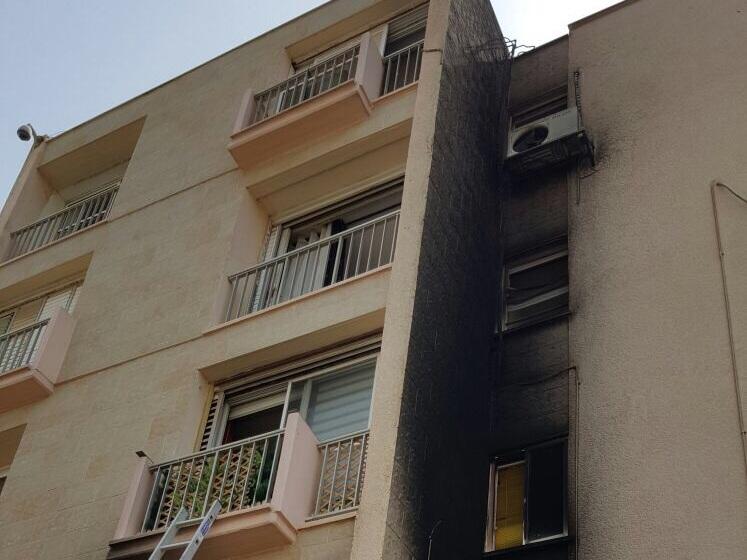 שישה דיירים פונו לקבלת טיפול רפואי. תוצאות השריפה ברח' עליית הנוער בעפולה, לפני זמן קצר