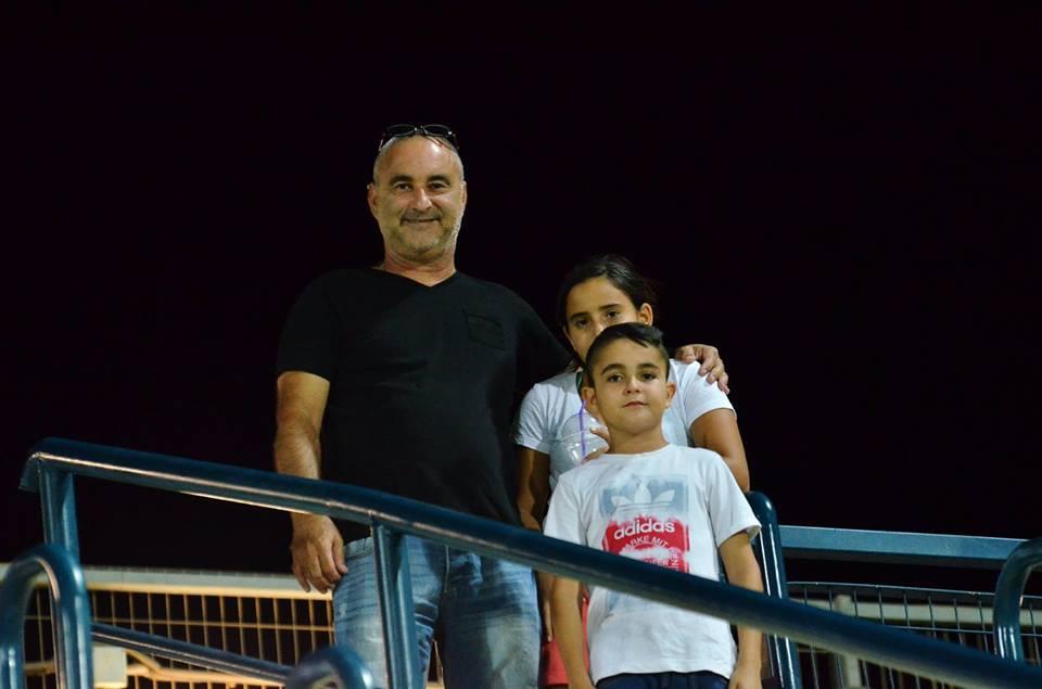 מר בטחון אבי אמויאל עם הילדים