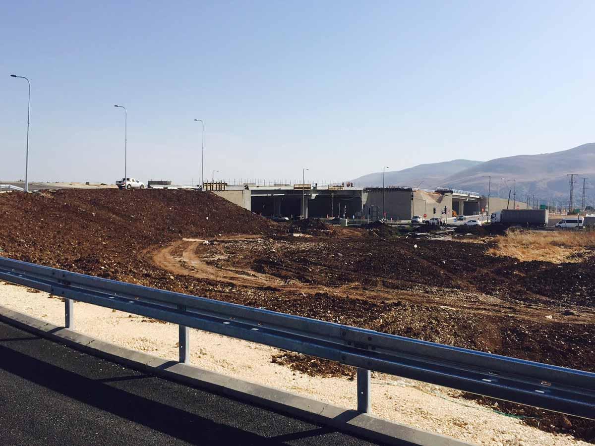עבודות להקמת הפרדה מפלסית כחלק ממחלף בית השיטה צילום חברת נתיבי ישראל