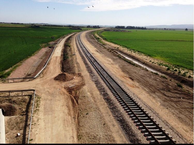 פסי רכבת העמק - חלק מפרוייקט תשתיות התעבורה בכביש 71