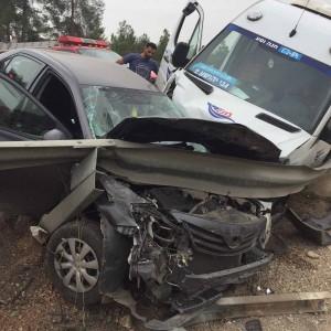 כלי הרכב המרוסקים כתוצאה מהתאונה הקשה