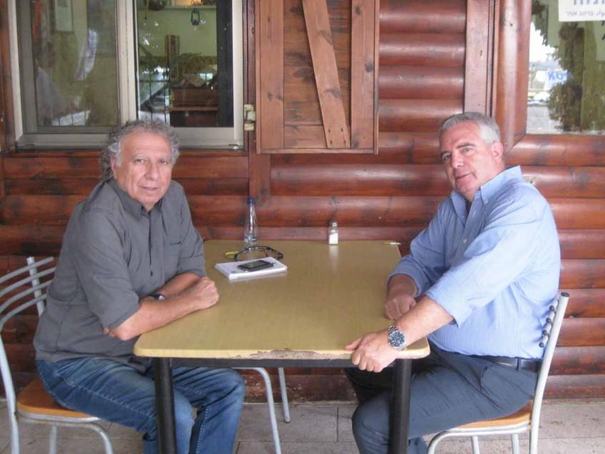 עם מי נפגש איש התקשורת אמיר אורן? השף דבח משיק ליין סופגניות, פלאש! – רכילות בעמק