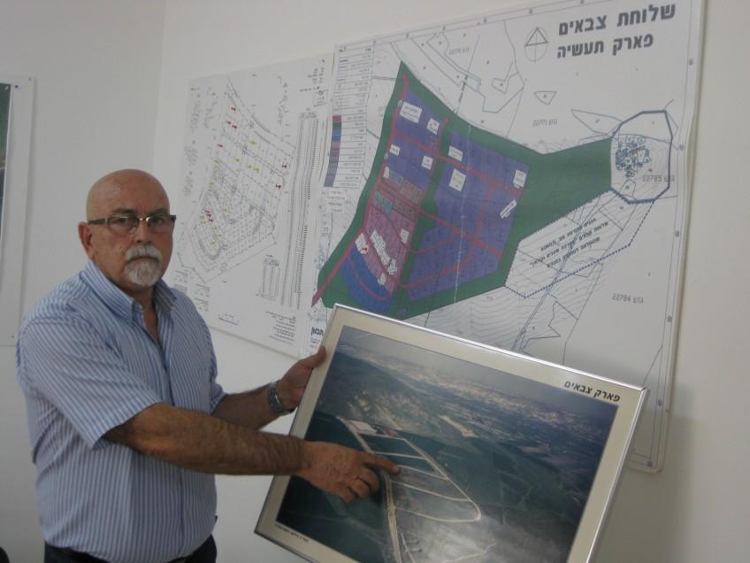 """עזרא שמיר מנהל פארק תעשיות צבאים. צילום: אהרון כפיר, לוטם יח""""צ"""