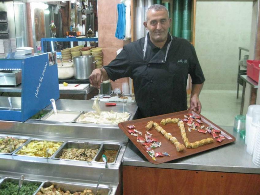 סולטן אבו פול חוגג תירסר שנים להקמת המסעדה