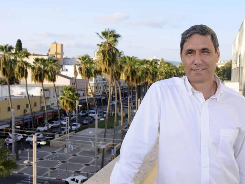 """ראש עיריית עפולה יצחק מירון, החליט להדיח את תא""""ל סוויסה מהקואליציה"""