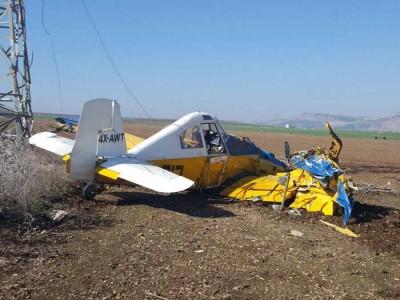 צפו: טייס נפצע בהתרסקות מטוס ריסוס סמוך לדברת