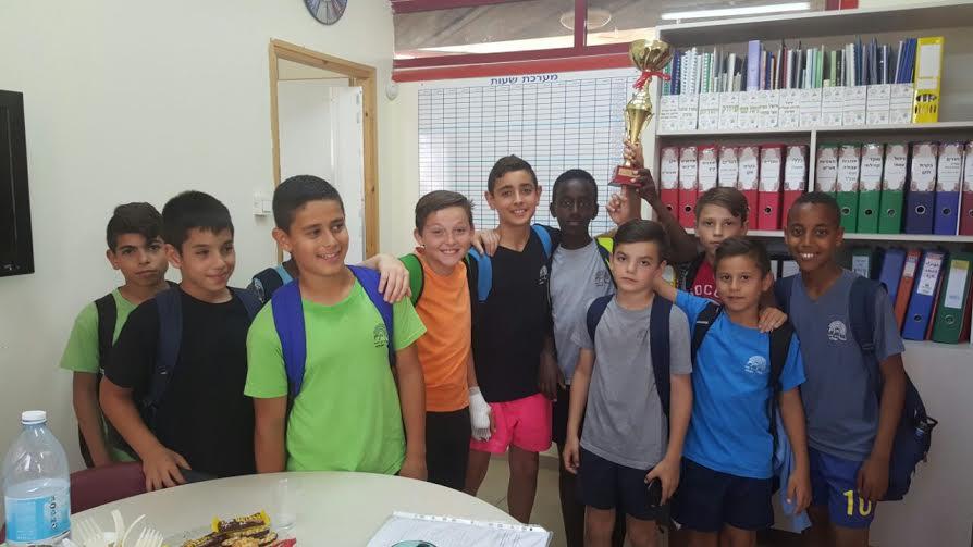 """כבוד לתלמידי ביה""""ס גוונים על הזכיה בטורניר הכדורגל"""