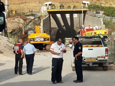 דרמה סמוך לקיבוץ רשפים: נהג טרקטור נלכד במנהרה