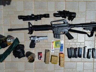 מרכזים מאמץ: מטעני צינור, נפצים ונשקים נתפסו ע״י המשטרה