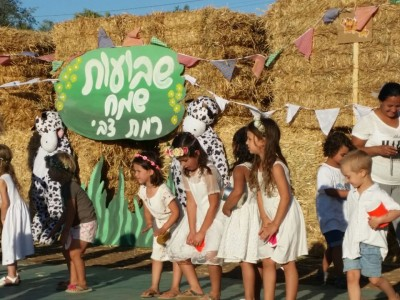 אלפים בטקסי הביכורים ברחבי עמק יזרעאל והגלבוע