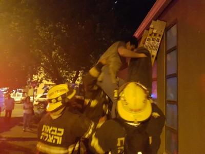 נצרת עלית: פצוע קשה בשריפה שפרצה בבית דירות