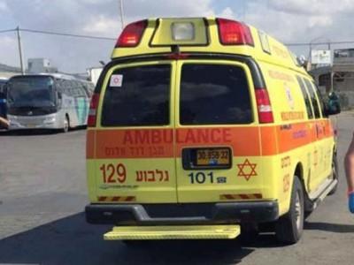 תאונת עבודה ברובע יזרעאל: פועל נפצע מחפץ כבד שנפל עליו
