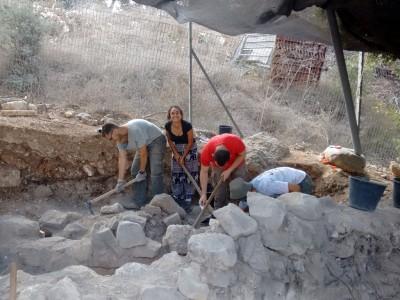 """""""חפרנים"""": גתות ליצור יין נחשפו בעמק יזרעאל"""