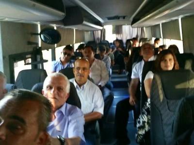 משלחת מכפרי הגלבוע בדרך לנחם את משפחת פרס