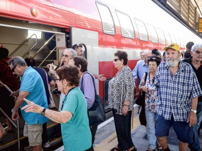 נסיעת בכורה מרגשת במיוחד לוותיקי עמק יזרעאל והגלבוע ברכבת העמק החדשה