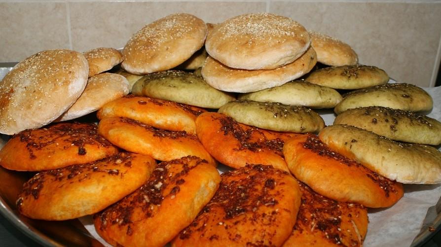 מאפים כורדים . תוכלו למצוא במסעדה מכול הטוב של המטבח הכורדי