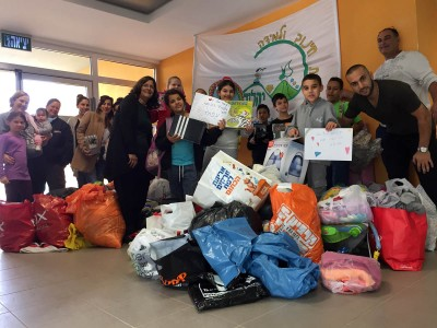 """עפולה: תלמידי ביה""""ס """"יהלום"""" גייסו מאות פריטים עבור תושבי חיפה שבתיהם ניזוקו בשריפה"""