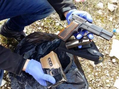 """נלחמים באמל""""ח: המשטרה עצרה שני חשודים עם אקדח ותחמושת רבה"""