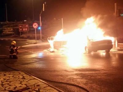 """אש """"הוליוודית"""" בצומת גולני: רכב מונע בגז התלקח"""