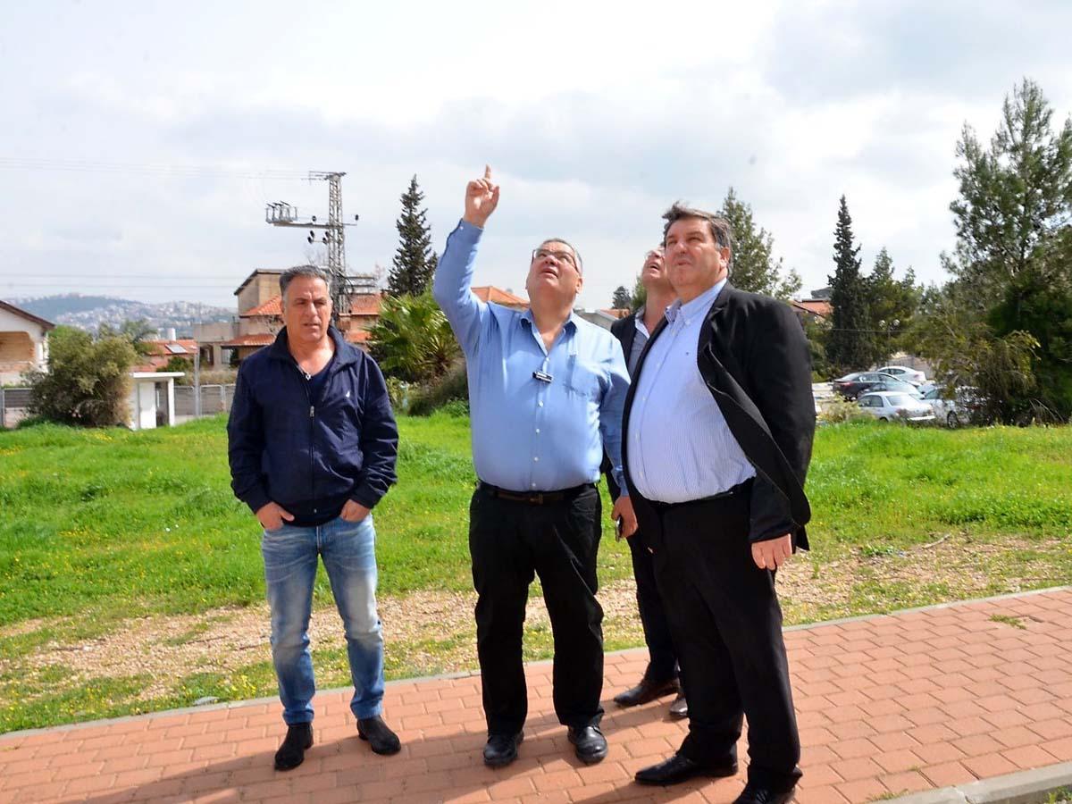 עטר וברדה מסיירים במגדל המים במגדל העמק