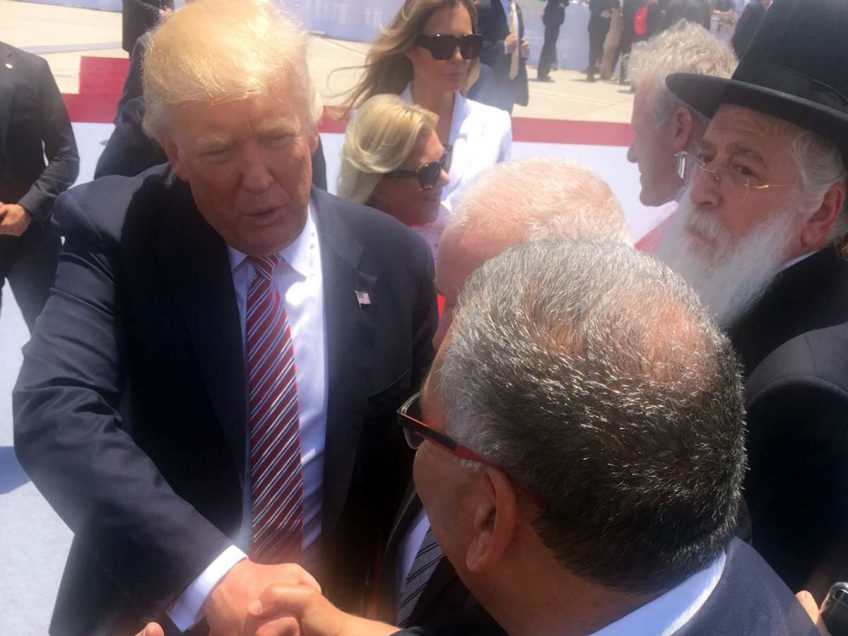 שאלה לכפיר בזק הדובר של הראיס ברדה: על מה שוחח הבוס עם הנשיא טראמפ? פלאש! – רכילות בעמק