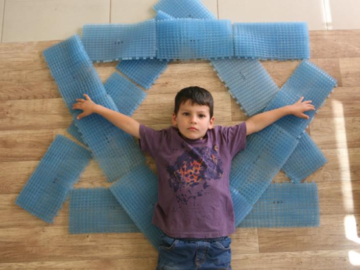 """""""קטנים – גדולים"""": ילדי בלפוריה בתערוכת אמני העמק"""