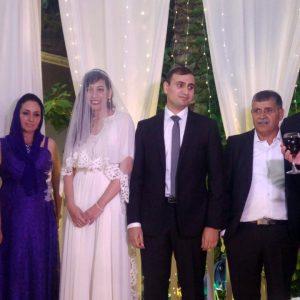 החתן בנו של יוסי לוי עם כלתו וההורים