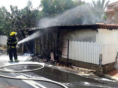 שריפה בעפולה עלית: שלושה צוותי כיבוי בזירה