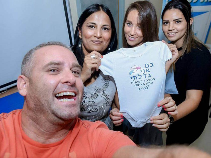 צוות פיתוח הון אנושי-צעירים במגדל העמק בסלפי משעשע עם נצלם המועצתי