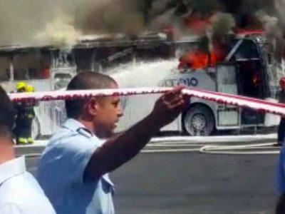 """עפולה: אוטובוס של חברת """"סופרבוס"""" עלה באש"""