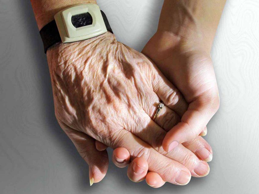 לא משאירים אותם לבד: אזרחים ותיקים בודדים יוזמנו להתארח בבתי אבות בסוכות