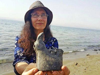תרנגול בכנרת: נופשים באגם הלאומי גילו כלי חרס נדיר דמוי עוף בן 1500 שנה