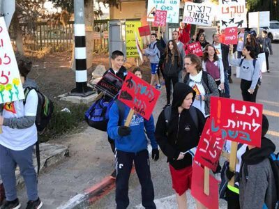 גבת: הליכות מחאה לבית הספר – נגד הקמת שדה תעופה ברמת דוד
