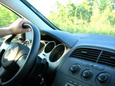 60 אחוזים מהנהגים בצפון הודו כי הם מדברים בטלפון ללא דיבורית