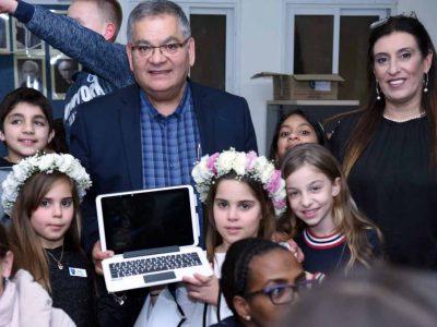 מגדל העמק: 750 מחשבים היברידיים חולקו לתלמידים בעיר