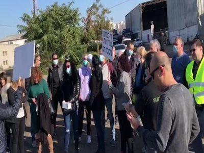 """""""זה בלתי אפשרי לחיות ככה"""": הפגנה מול מפעל """"שיבולת דגן"""" במרחביה"""