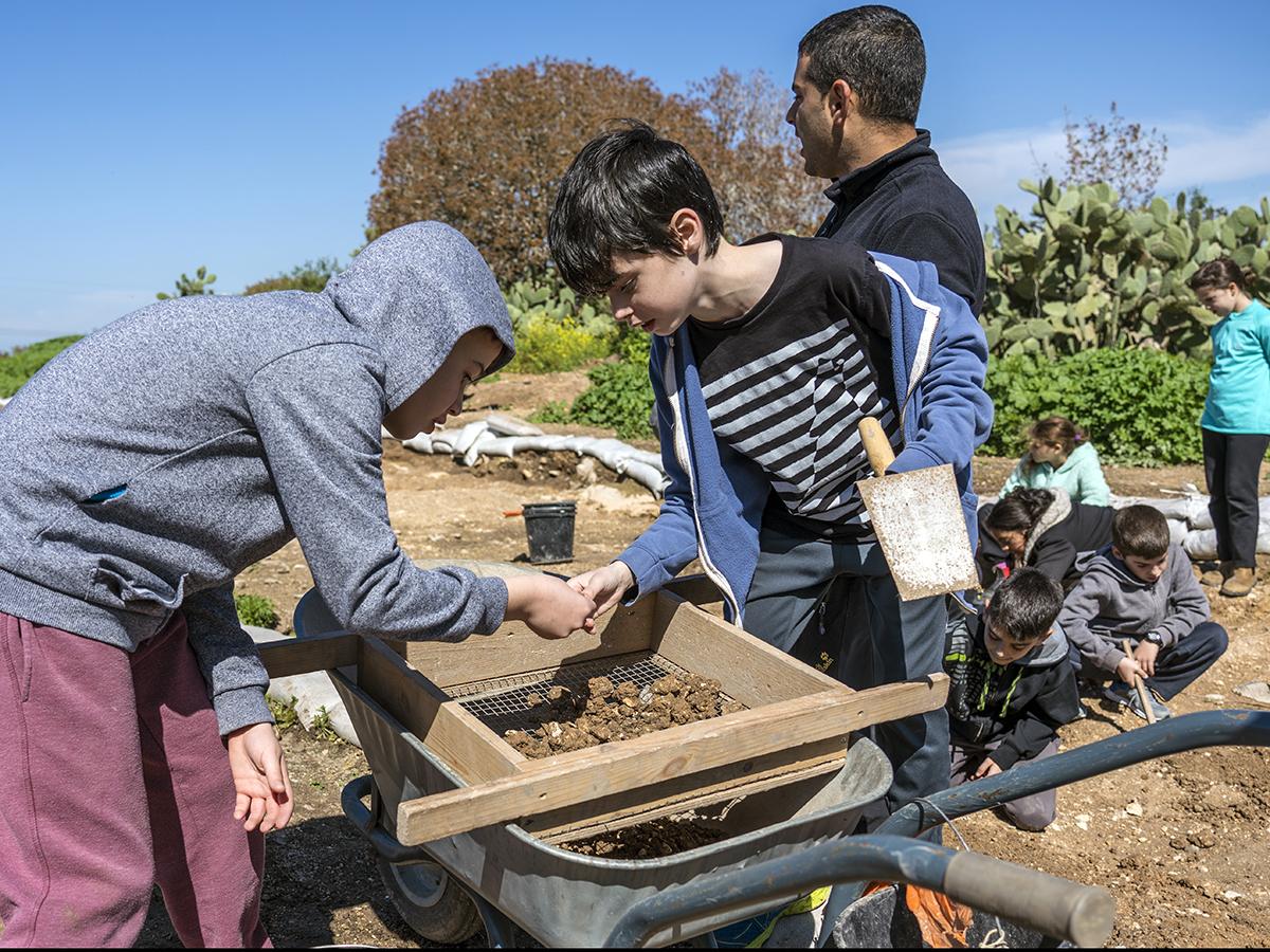 הנוער מכשיר את שביל הסנהדרין כמתנה למדינה לרגל 2.