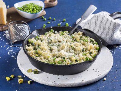 מתכון מנצח לשבועות: ריזוטו מפסטה קטנה עם ירקות ירוקים וגבינות
