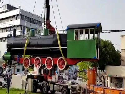 במשקל 9.2 טון: העתק של קטר רכבת העמק הוצב במתחם התחנה בעפולה